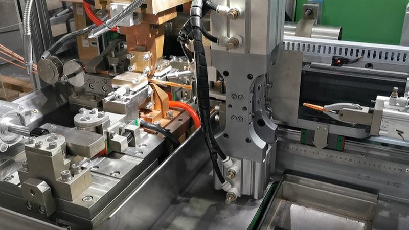 駿騰發|(gun)人(ren)民電器集團(tuan)銅編織線自動焊接專機(ji)采購案例